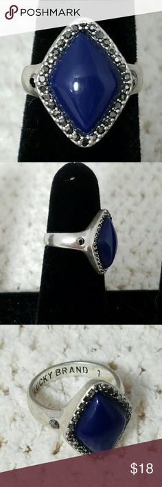 LUCKY BRAND Sz 7 Silver w/Blue Lapis & Crystals Brand: Lucky Brand  Item: *Silver Tone Size 7 Ring *Diamond Shaped Blue Lapis *Outside of Stone & On Eaxh Side of the Band are a Total if 32 Smokey Crystals *'Lucky Brand' & '7' Are Stamped Into the Ring  Color: Blue, Silver  Size: 7   Condition: Excellent Pre-Loved Condition  *no trades, offers via offer button only* Lucky Brand Jewelry Rings