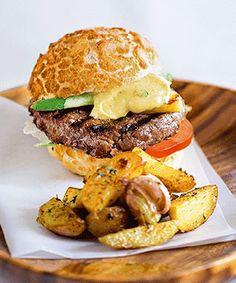Hambúrguer de novilho. Uma receita super saborosa e bem adaptada ao gosto do pai.