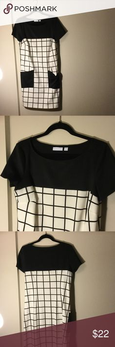 B&W window pane dress Adorable short sleeved dress...with POCKETS! Cute and flattering. Reposh. Last owner kept this in pristine condition. New York & Company Dresses Midi