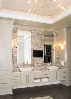 Love this neutral bathroom especially those stick tiles