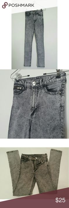 H&M High Waisted Acid Wash Grey Skinny Jeans Reposhing because they are too small for me. No flaws. In excellent condition! H&M Jeans Skinny