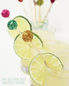 DIY Glitter Dot Swizzle Sticks…now if only I drank Mojito, Shake, Glitter Crafts, Edible Glitter, Silvester Party, Snacks Für Party, Throw A Party, Party Entertainment, Diy Party