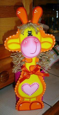 fun foam giraffe Foam Crafts, Arts And Crafts, Diy Crafts, Easter Baskets, Gift Baskets, Jungle Nursery Boy, Basket Decoration, Tole Painting, Jungle Animals