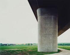 Hans-Christian Schink, A 38, Brücke Schkortleben (1), aus: VDE (Verkehrsprojekte Deutsche Einheit), 1999, C-Print/Diasec, 178 x 211 cm und 121 x 143 cm, Auflage 5 + 3