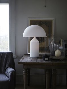 Buy this Atollo table lamp by Magistretti for Oluce- factory price- this Atollo lamp is perfect as a desk or bedside lamp but also as a decoration. Home Interior, Interior Styling, Interior Design, Atollo Lamp, Metal Table Lamps, Lamp Table, Luminaire Design, Spotlights, Home Decor Accessories