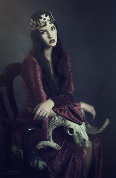 Photographer: Lori Cicchini -LORIANA | fotografiaHair/Makeup: Lauren CataldoModel: Nicole Luker