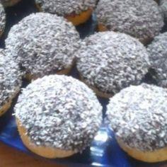 Kókuszos-pudingos meglepetés Muffin, Breakfast, Food, Morning Coffee, Essen, Muffins, Meals, Cupcakes, Yemek