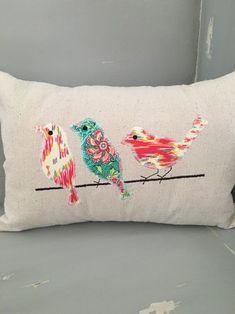 Almohada de pájaro appliqued por Embroiderystiches en Etsy