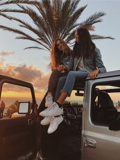 VSCO - bellacasillas This fascination with Jeeps begun when I was around twelfth grade, in Bff Pics, Photos Bff, Cute Friend Pictures, Foto Best Friend, Best Friend Photos, Best Friend Goals, Friend Pics, Best Friends Shoot, Cute Friends