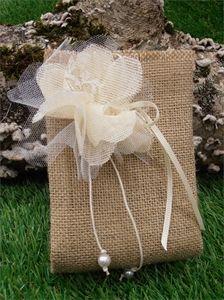 Χειροποίητες μπομπονιέρες γάμου λινάτσα Burlap, Reusable Tote Bags, Greece, Favors, Wedding Ideas, Towels, Greece Country, Presents, Hessian Fabric