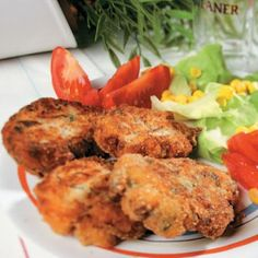 Crispy Crab Cakes w/ Herb Aioli Veggie Snacks, Veggie Recipes, Cooking Recipes, Veggie Meals, Seafood Recipes, Cranberry Mustard, Cooking Stores, Mustard Recipe, Fish And Meat