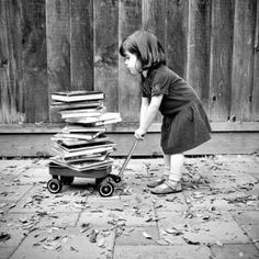 ღ _My childhood, basically Book Photography, Vintage Photography, Black White Photos, Black And White Photography, I Love Books, Good Books, Fotografie Portraits, Photo Vintage, Woman Reading