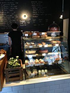AUNT BENNY Friedrichshain – Oderstraße 7 Great bagels Curtains happen to be … Cafe Interior Design, Cafe Design, Interior Shop, Cheese Cake Shop, Loft Cafe, Cafe Display, Italian Cafe, Vegan Cafe, Brunch