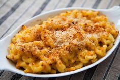 """Les Macaronis et Fromage (Macaroni and Cheese), aussi appelés """"Mac and Cheese"""" est un plat de pâte au gratin Américain. La première recet..."""