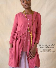 Tunic in linen three-quarter length sleeves, yoke and pockets. Made from pure linen in five beautiful colors with fancy neck print on the inside. Regular fit, roomy bottom Length / M: 86 cm Item number 70609 Price SEK 795 sizes XS-XXL