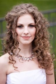 curly curly wedding hair - I love wedding hair, but I would like it for my every day hair. Kind of like the color of this bride's hair too. Not the makeup - sorry. #dental #poker
