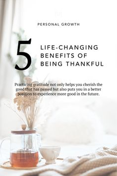 Thankfulness is not only for November. Being more thankful throughout the year can help you be happier and more fun to be around. Minimalist Design, Minimalist Fashion, Simplicity Quotes, Japanese Minimalism, All About Japan, Manifestation Journal, Practice Gratitude, Positive Psychology, Self Improvement Tips