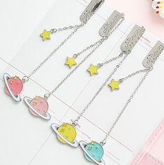 Planet Star Pendant Bookmark Stationery School Office Supply Size: * cm Color is sent randomly! Cute School Supplies, Office And School Supplies, School Office, Book Stationery, Cute Stationery, Bookmarks For Books, Kawaii Pens, Best Friend Drawings, Pen Shop