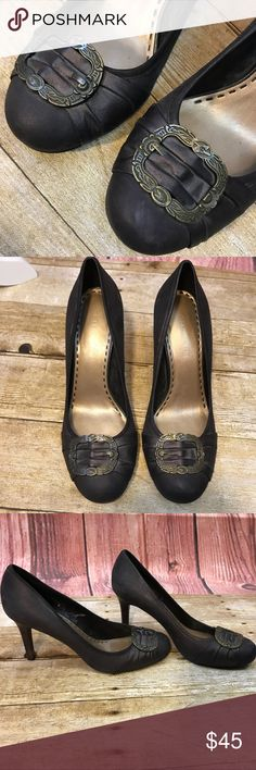 Gianni Bini brown metallic heels, buckle on toe, 9 Gianni Bini size 9 brown metallic heels- leather upper, antiqued buckle on toe. Great condition, very light indications of normal wear. Beautiful heels with a medieval / antique look. Gianni Bini Shoes Heels