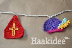Haakpatroon Mijter en Pietenmuts, lees meer over het patroon op Haakinformatie Crochet Home, Crochet For Kids, Free Crochet, St Nicholas Day, Crochet Garland, Chrochet, Bunting, Crochet Patterns, Crochet Ideas
