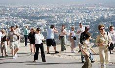 """المغرب تفوز بأفضل وجهة سياحية عالمية من…: تمكنت المملكة المغربية من جديد من حصد جائزة """" أفضل وجهة سياحية عالمية """" وذلك في إطار الدورة…"""
