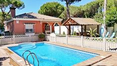 Hübsche Familienvilla voller Charme in den Kiefern Villa, Books Online, Swimming Pools, Smoke, Children, Outdoor Decor, Products, Glamour, Andalusia