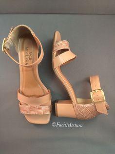 Sandália com salto grosso em couro nude rosado