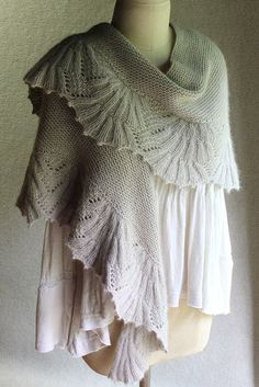 Oh.Em.Gee this is absolutely gorgeous AND it's in worsted!!! …