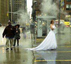 bride in rain Funny Wedding Pictures Bad Wedding Photos Ugly Wedding Dresses Fail Horrible Awkward Family worst strange