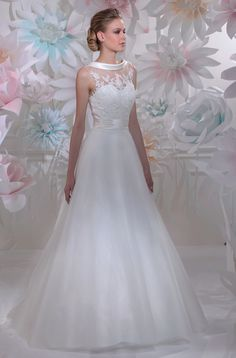"Isabel de Mestre - New York Kollektion 2016: Elegantes Brautkleid ""Velours"" mit Spitze."