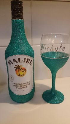 Personalised glitter malibu gift set. Available from www.dazzlingcrafty.uk £25.00