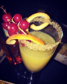 """Giusy Migliorini su Instagram: """"""""Se succede qualcosa di brutto si beve per dimenticare; se succede qualcosa di bello si beve per festeggiare; e se non succede niente si beve per far succedere qualcosa."""" (Charles Bukowsky) #aperitivo #ilmio #mimosa #beautiful #piccolidettaglichefannoladifferenza #colori #allegria #dopolatempestacesemprelarcobaleno #dopounintensagiornataurgerelax #labottiglieria #palermo #100pinahappydays #giorno11"""""""