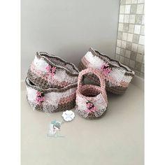 @Regranned from @hayal_tsrmm - Doyamam bunlara ❤️ . . #hayal_tsrmm #penye #elemeği #göznuru #aksesuar #handmade #tag #like #likelike #like1000 #hobinisat #sepet #karaca #englishhome #emsan #tomurcuk #crochet #crochetblanket #instagram - #regrann