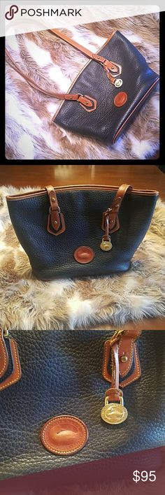 DOONEY & BOURKE VINTAGE SHOULDER BAG DOONEY & BOURKE VINTAGE SHOULDER BAG. IN ABSOLUTELY EXCELLENT VINTAGE CONDITION. SMOKE FREE. BEAUTIFUL BAG. TIMELESS AND PRACTICAL! ALWAYS STYLISH AND QUALITY PRODUCTS WITH DOONEY & BOURKE! Dooney & Bourke Bags