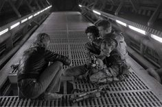 James Cameron with Sigourney Weaver & Michael Biehn behind the scenes on #Aliens (1986).