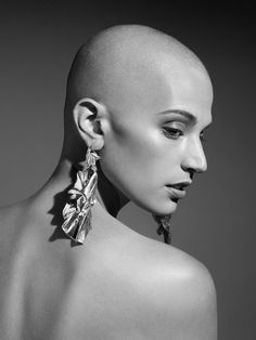 Beauty from the earth - delicate fine jewelry mindfully made in NYC. WWAKE is a women run, design driven, and sustainably minded fine jewelry company. Wavy Hair Men, Mens Hair, Bald Head Women, Shaved Hair Women, Medium Hair Styles, Short Hair Styles, Pompadour Men, Hair Trends 2015, Bald Girl