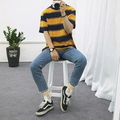 The soft boy aesthetic is a style of men's fashion that is geared more towards guys that want to display their more sensitive side and artistic hobbies. Korean Fashion Men, Fashion Mode, Aesthetic Fashion, Aesthetic Clothes, Mens Fashion, Male Teen Fashion, Teen Guy Fashion, Aesthetic Grunge, Fashion Black