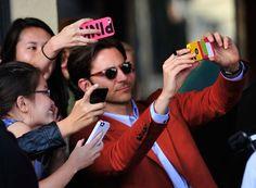 """Pin for Later: """"Sag' Cheese!"""" Die besten Selfies der Stars Bradley Cooper"""