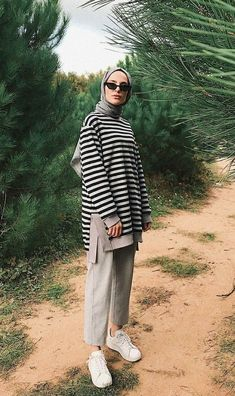 Hijab Coat Models 2020 Your scarf is an essential part ins Modern Hijab Fashion, Street Hijab Fashion, Hijab Fashion Inspiration, Muslim Fashion, Modest Fashion, Fashion Outfits, Islamic Fashion, Fashion Ideas, Casual Hijab Outfit