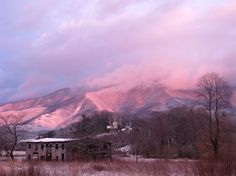 While driving through Pigeon Forge, TN, I pulled off the road to capture this photo. The sunset began to highlight the smoky mountains perfectly, bringing out these NATURAL colors.   Photo: http://flic.kr/p/6br5mv  #GreatSmokyMountains #mountains #sunset