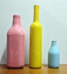 Como fazer garrafas coloridas para decorar a sua casa. #DIY