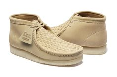 Supreme x Clarks 2016 Spring/Summer Collection: Time for that understated summer look. Clarks Shoes Mens, Best Comfortable Shoes, Clarks Originals Desert Boot, Kicks Shoes, Mens Fashion Shoes, Desert Boots, Loafer Shoes, Shoes Sandals, Shoes Sneakers
