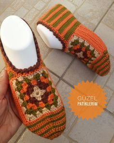 my beautiful booties ( Knit Slippers Free Pattern, Crochet Slipper Pattern, Crochet Patterns, Crochet Slipper Boots, Knitted Slippers, Crochet Crafts, Crochet Yarn, Red Heart Yarn Colors, Crochet Classes