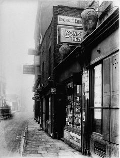 Poplar high street near the Isle of Dogs, London Victorian London, Vintage London, Old London, East End London, Victorian Street, London History, British History, Asian History, Tudor History