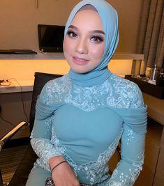 Arab Girls Hijab, Girl Hijab, Muslim Girls, Beautiful Muslim Women, Beautiful Hijab, Muslim Fashion, Hijab Fashion, Kebaya Hijab, Hijab Niqab