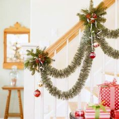 Dazzling Christmas Decorating Ideas for Your Home in 2014 ... christmas-stairs-decoration-ideas_ └▶ └▶ http://www.pouted.com/?p=30510