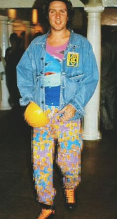 Colorful pants, denim/jean jacket Big Thing era Simon Le Bon, Band Pictures, Colored Pants, Cool Bands, Teen, Singer, Big Thing, Wave, Weird