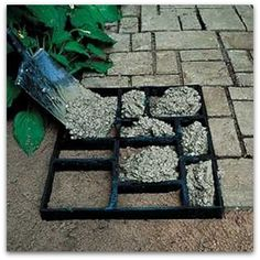 "DIY Garden Path with a multi-picture frame and cement. I love this idea! pictorialdesign: ""DIY Garden Path with a multi-picture frame and cement. Outdoor Projects, Home Projects, Garden Projects, Backyard Projects, Outdoor Crafts, Spring Projects, Weekend Projects, Garden Crafts, Diy Garden Decor"