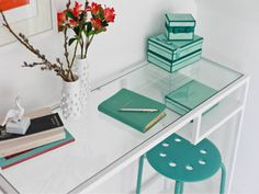 Ikea Vittsjö Hack Thinking about something like this as a desk for my breakfast area. Ikea Vittsjo, Ikea Desk, Ikea Hackers, Grey Walls, Room Organization, Dorm Room, Room Decor, Interior, Table