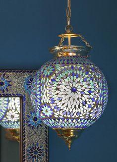 Mozaiek en glaskralen oosterse hanglampen in mooie kleuren en designs: mozaïek , handgemaakt turkish design en indiaas design. Open, pompoen, bolvormig.